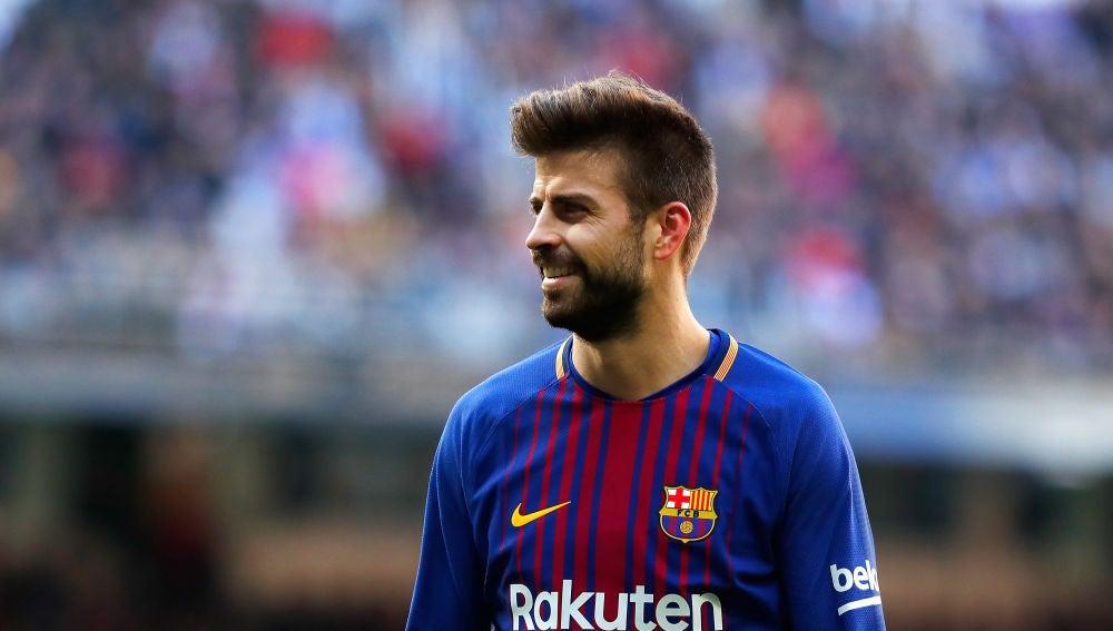 Gerard Piqué sonríe en un partido con el Barcelona