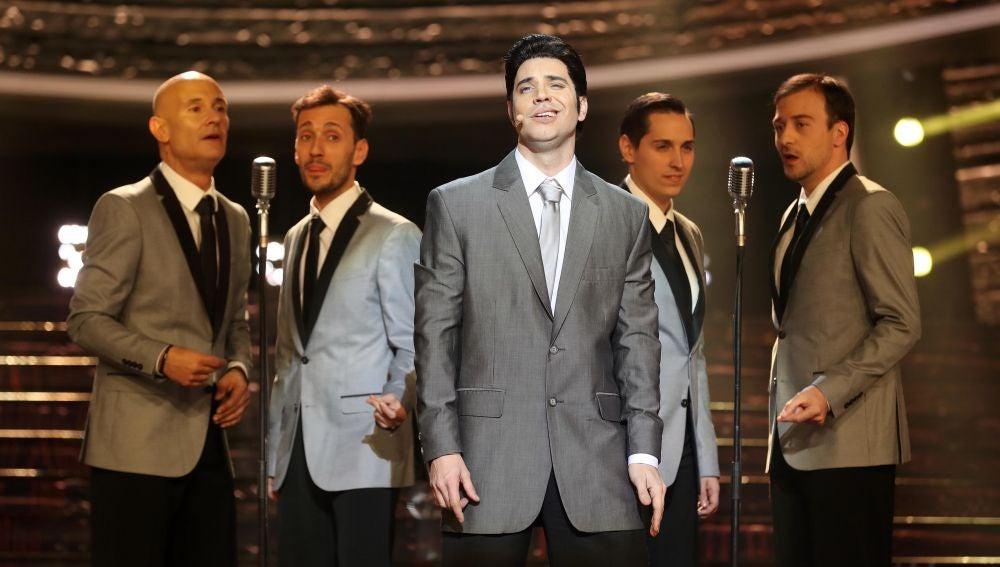 Miquel Fernández transmite amor, ritmo y bonitos recuerdos con 'Love me' como Elvis Presley