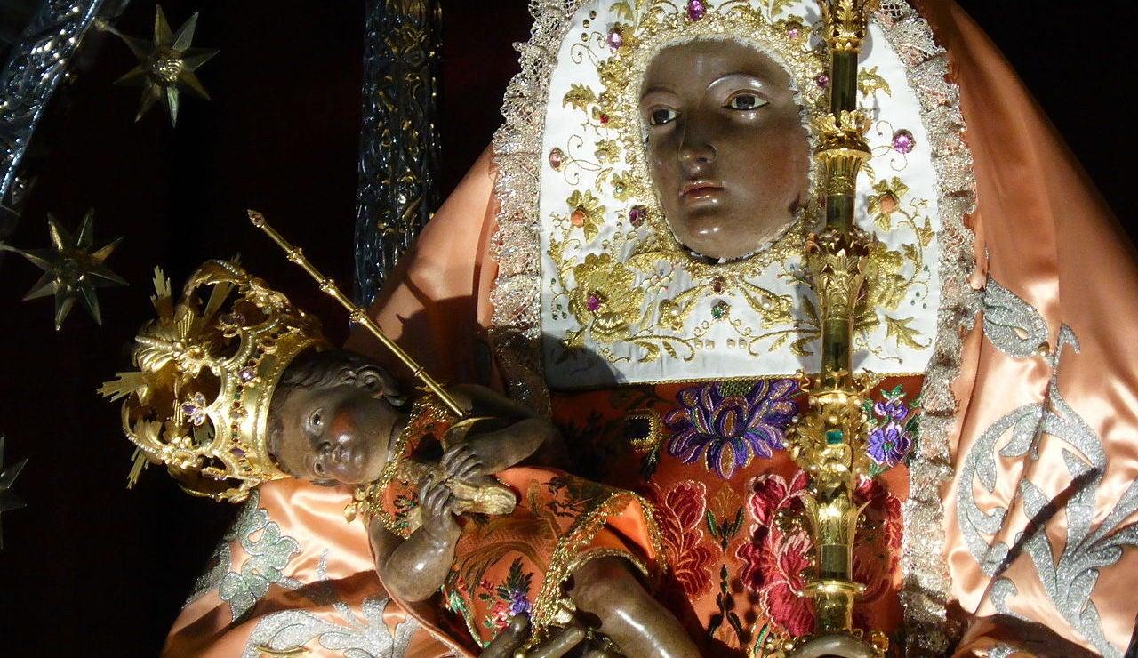 Detalle de la imagen neoclásica de Nuestra Señora de la Candelaria, Tenerife