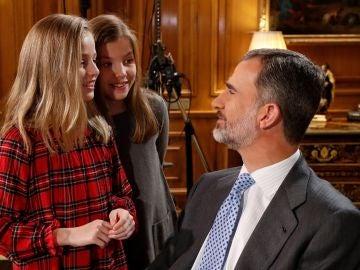 El Rey, con sus hijas poco después de grabar el mensaje navideño