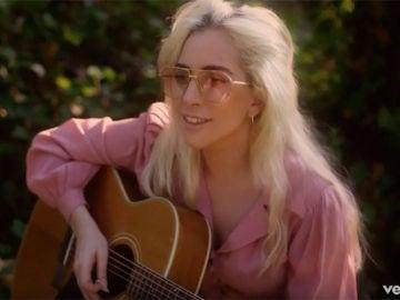Lady Gaga, en el videoclip de 'Joanne'
