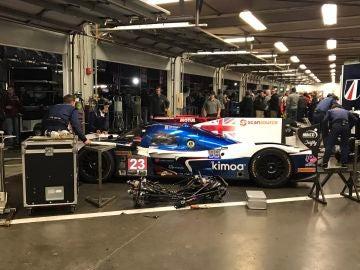 El coche de Alonso, en el garaje
