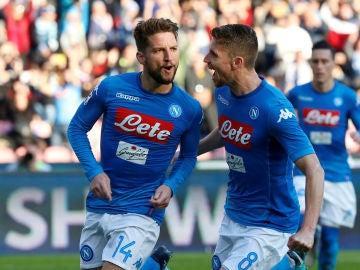 Mertens celebrando el gol ante el Bolonia