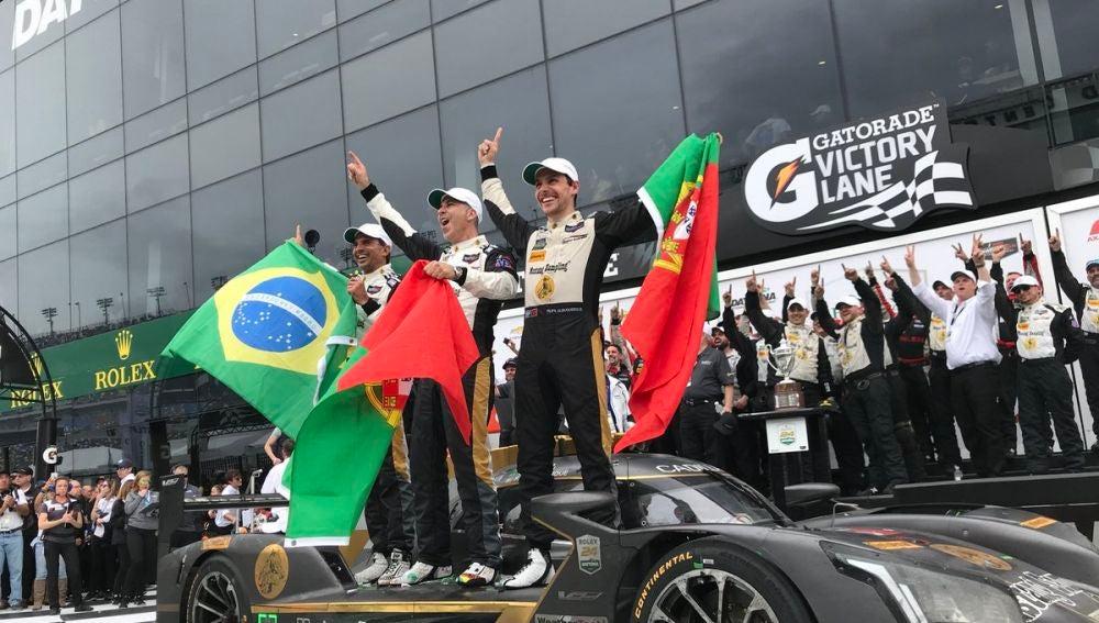 Fittipaldi, Albuquerque y Barbosa celebran su triunfo en las 24H de Daytona