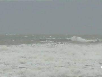 Reabre el puerto de Valencia tras más de siete horas cerrado por un fuerte temporal de lluvia y viento