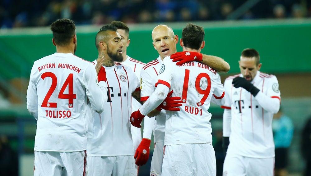 Los jugadores del Bayern, felices tras un gol