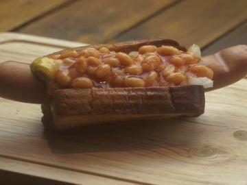 El fantástico hot dog de Yumland. Con baked beans.