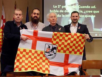 Tomás Guasch, Jaume Vives, Albert Boadella y Miguel Martínez, con la bandera de Tabarnia