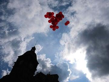 Varios globos en el cielo