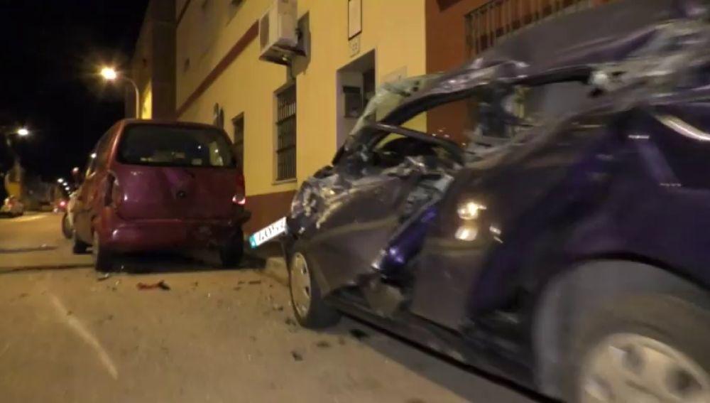 Destroza 11 coches que estaban aparcados