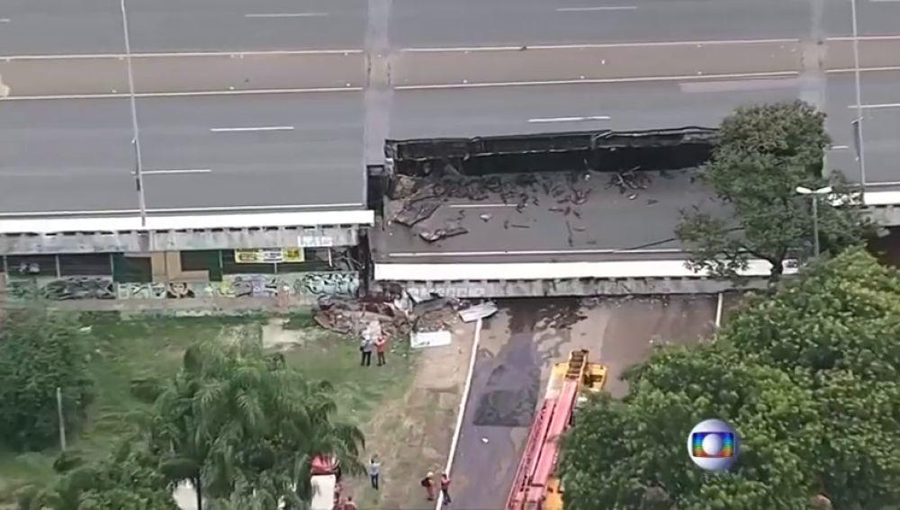 Se derrumba una autopista y no hay víctimas