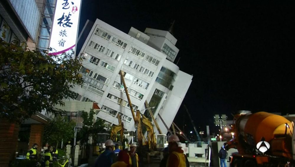 Al menos cuatro siete, 76 desaparecidos y 256 heridos a causa de un terremoto de magnitud 6,4 en Taiwán
