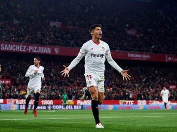 Correa celebra su gol con el Sevilla