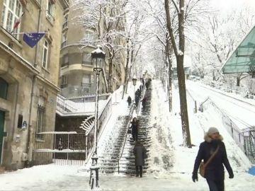 El Gobierno aconseja no circular en coche en la región de París por la nieve