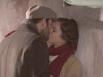 Saúl se besa con Laura ante una destrozada Julieta
