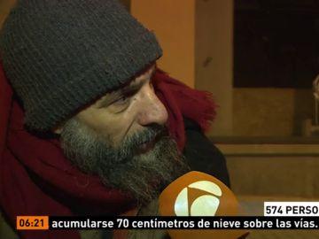 Una persona 'sin techo' que duerme en la calle en Madrid