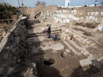 Arqueólogos israelíes descubren un mosaico romano en la antigua ciudad de Cesarea