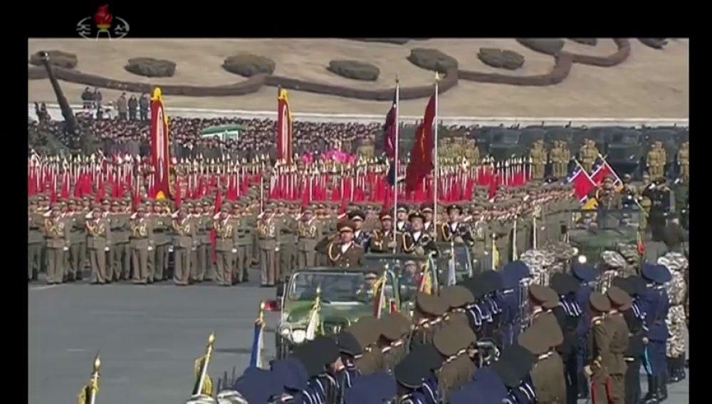 Corea del Norte celebra con un desfile militar el 70 aniversario de la fundación de su ejército