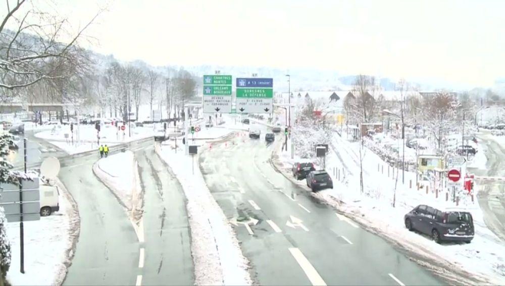 París recomienda no circular en coche por el hielo en las carreteras