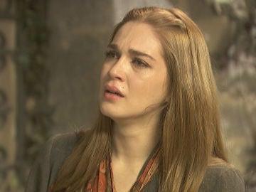 Julieta llora ante Saúl