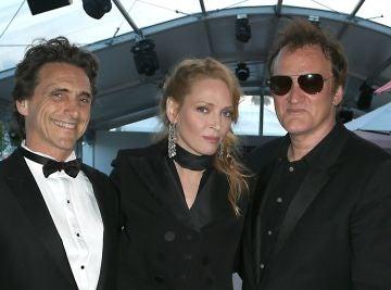 Bender, Thurman y Tarantino en una premiere