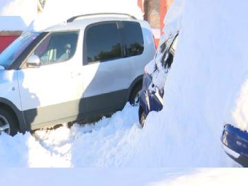 Indignados e incomunicados: la situación de los vecinos aislados por la nieve en Los Ángeles de San Rafael