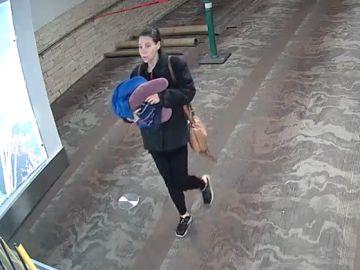 La mujer que presuntamente abandonó a su bebé en el aeropuerto