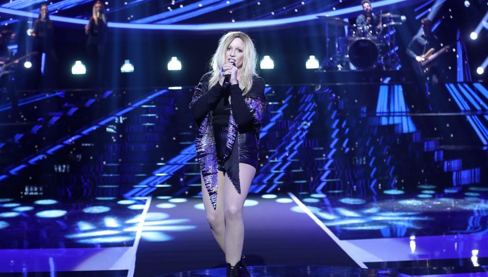 Lucía Jiménez suplica amor como Ellie Goulding en su éxito 'Love me like you do'
