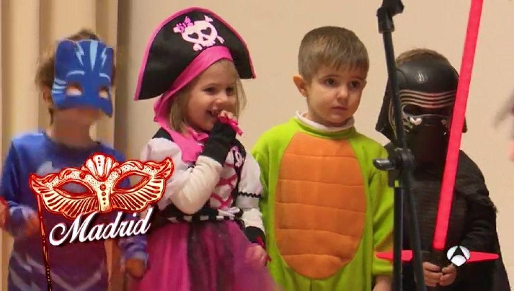 Miles de niños van a clase disfrazados para disfrutar del Carnaval en el colegio
