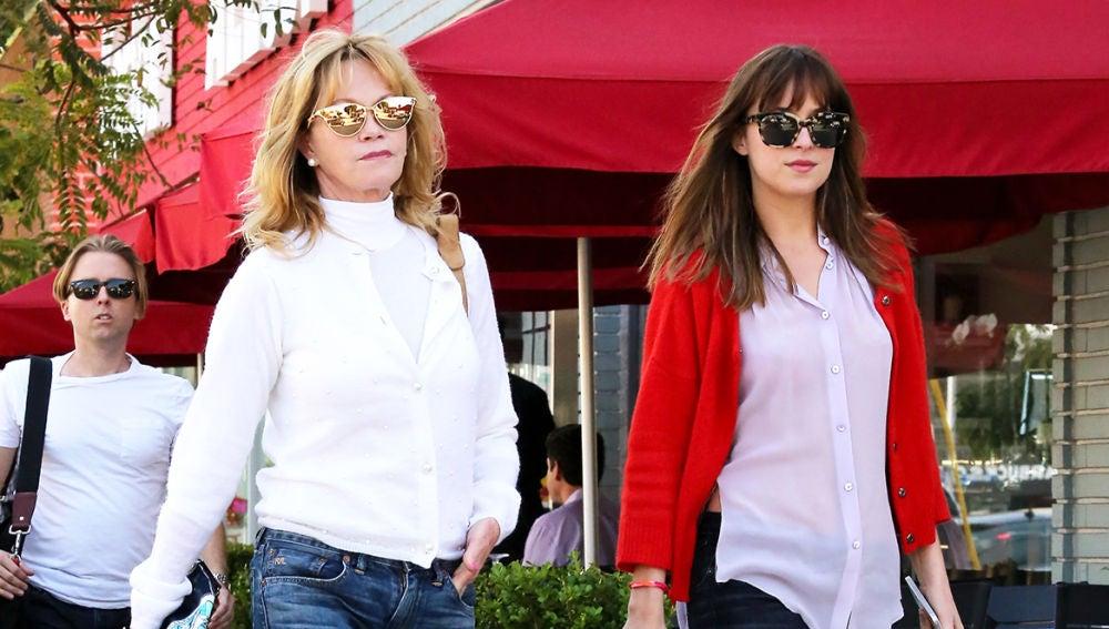 Melanie Griffith junto a su hija Dakota Johnson