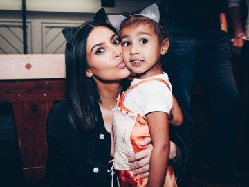 Kim kardashian con su hija North West