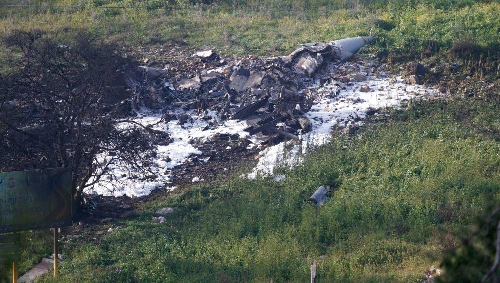 Los restos del F-16 derribado