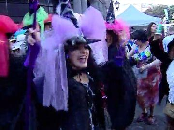 El barrio de Vegueta se llena de fiesta y color por el Carnaval de Día de Las Palmas