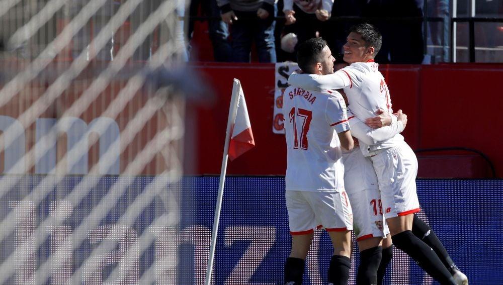 Los jugadores del Sevilla celebran el 1-0 ante el Girona