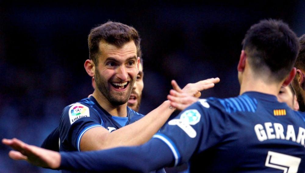 Baptistao celebra un gol con Gerard Moreno
