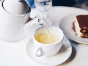 El té demasiado caliente es peligroso para la salud.