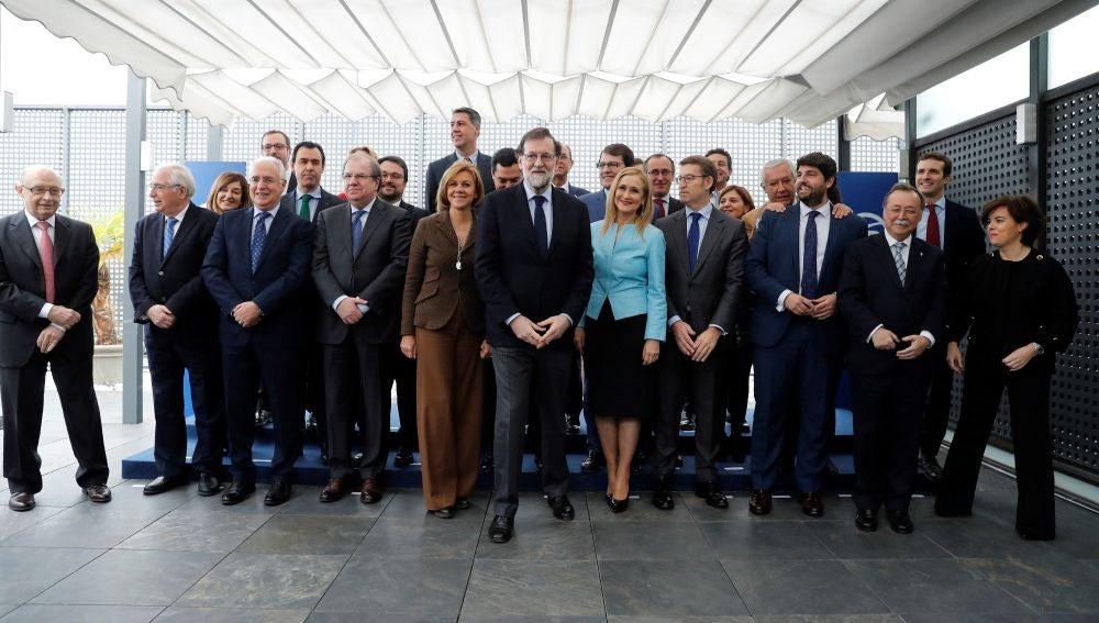 Rajoy se reúne hoy con los barones regionales y la cúpula del PP