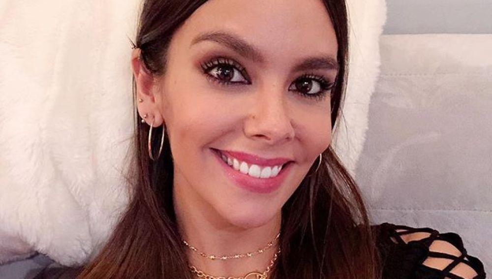 Cristina Pedroche haciéndose un selfie
