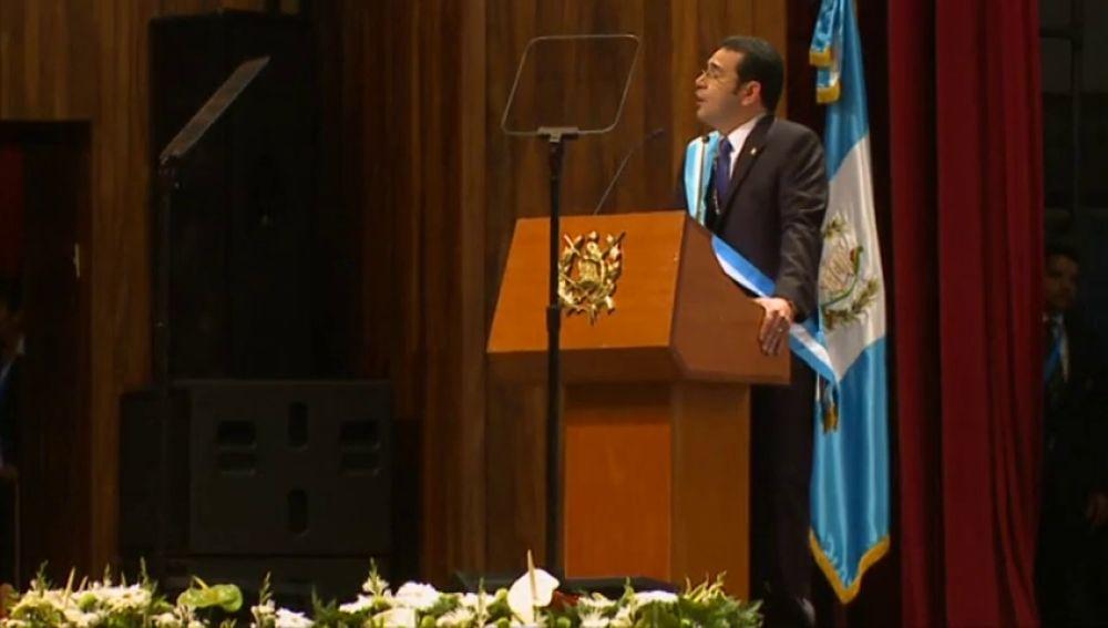 """Jimmy Morales asegura que no ingiere él """"toda la comida"""" de Casa Presidencial"""
