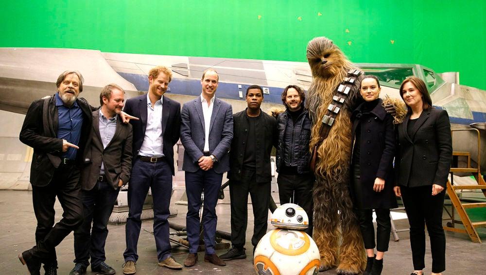Los príncipes Harry y Guillermo en el rodaje de 'Star Wars: Los últimos Jedi'