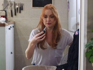 Elena pone en peligro a su familia con una granada en la lavadora