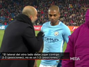 Guardiola charla con Fernandinho durante el Basilea - City