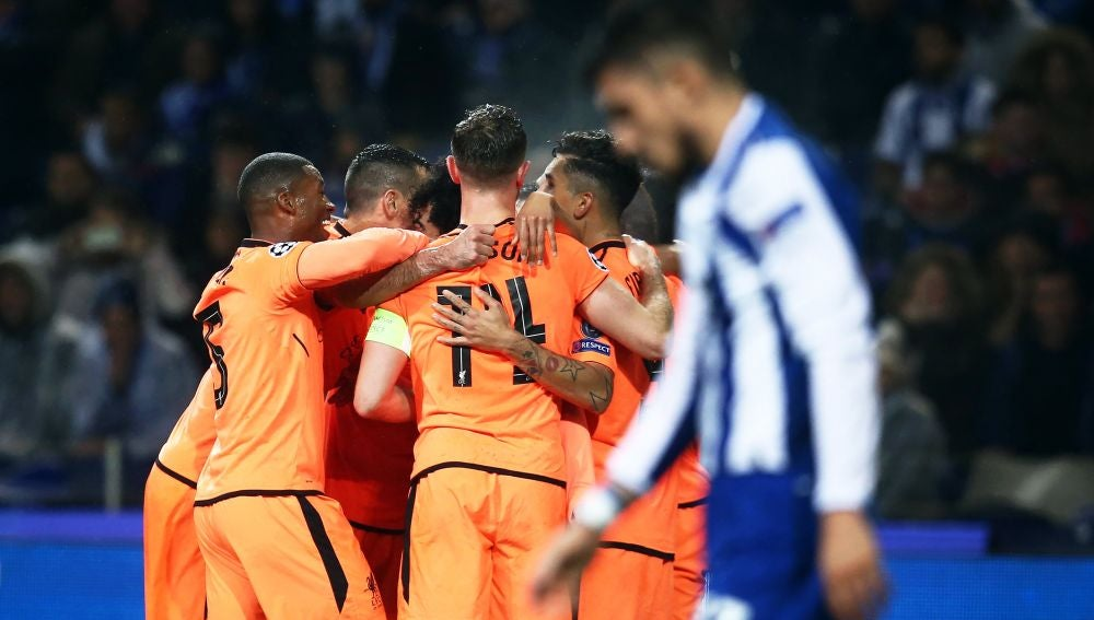 Los jugadores del Liverpool celebran un gol ante el Oporto