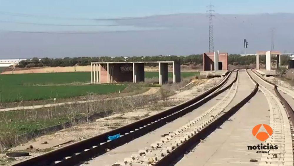 Roban 400 metros de raíles y barandillas en el tranvía de Alcalá de Guadaíra