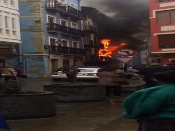 Incendio en el casco antiguo de Bermeo