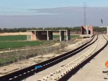 Alertan del robo de más de 400 metros de raíles del tranvía, así como de barandillas, en Alcalá de Guadaíra