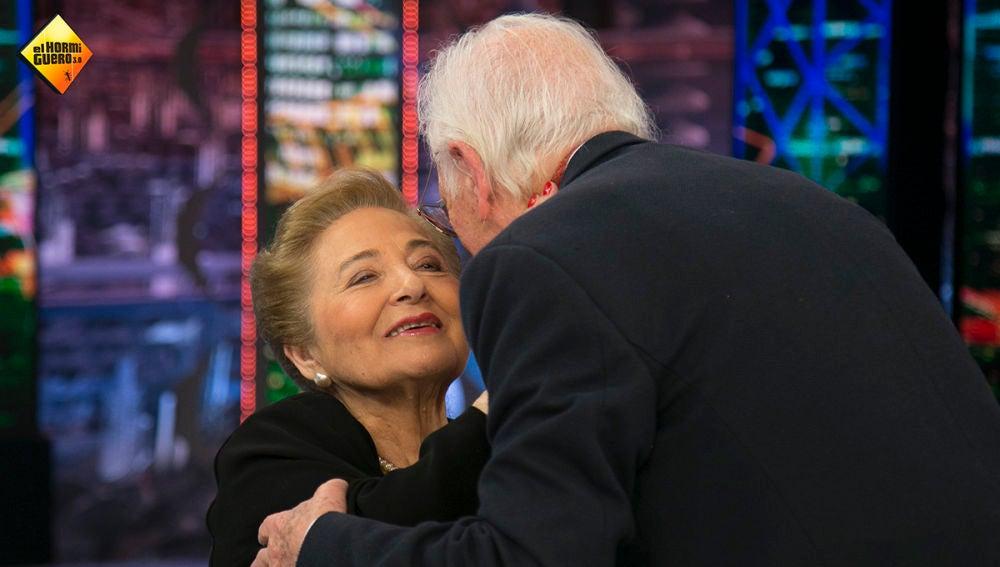 El marido de Julita Salmerón la sorprende con un tierno beso en directo en el día de San Valentín