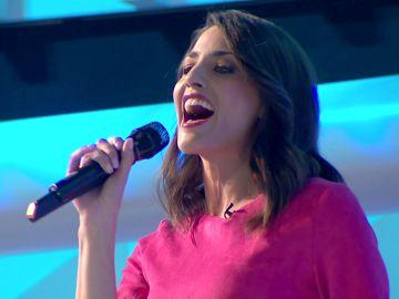 La romántica canción de Laura y la banda que emocionó a los concursantes de 'La ruleta de la suerte'