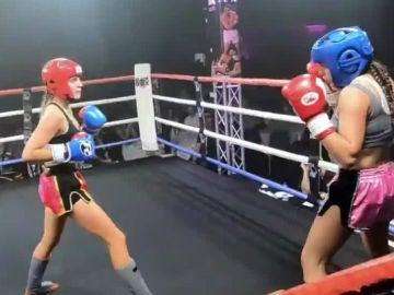 Combate de muay thai entre menores