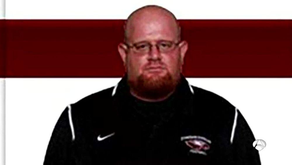 Aaron Feis, el entrenador que salvó con su vida las de sus alumnos